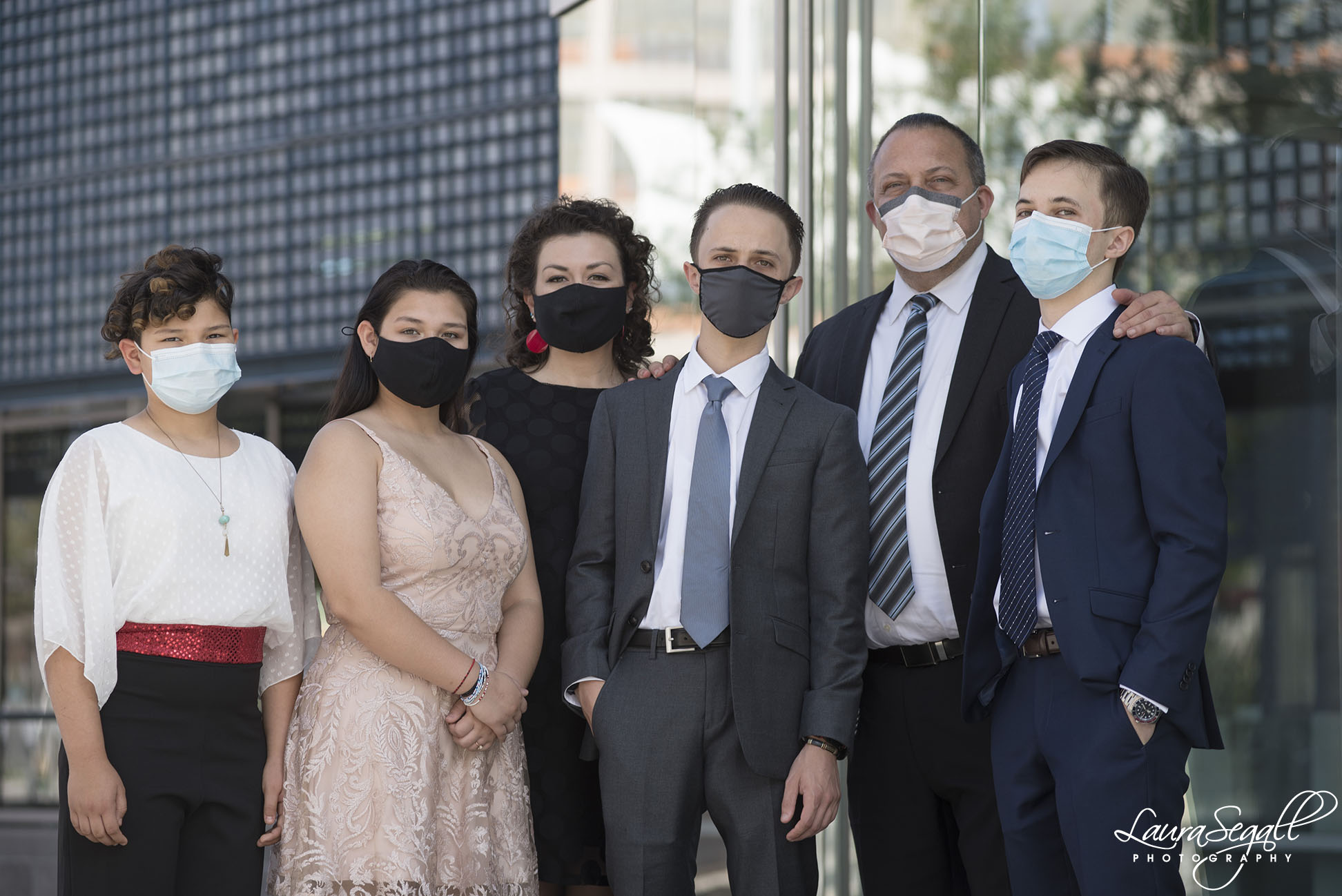 Pandemic family photos with masks